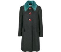 Mantel mit floralen Knöpfen
