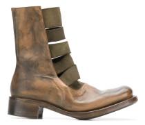 Stiefel mit Bändern