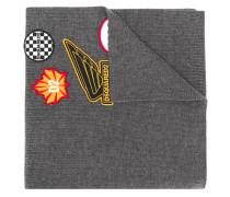 Gestrickter Schal mit Patches