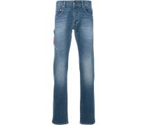 Jeans mit Papagei-Stickerei