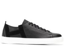 Sneakers mit gekörnter Textur