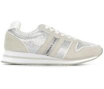 Sneakers mit Glitzerapplikationen