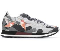 Sneakers mit Kolibri-Print