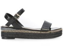 Sandalen mit Zierkette