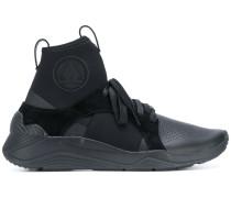 Sneakers mit Laschen