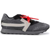 Sneakers mit Pfeilen
