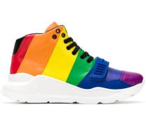 High-Top-Sneakers in Regenbogenfarben