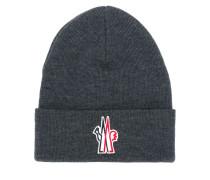 Mütze mit aufgesticktem Logo