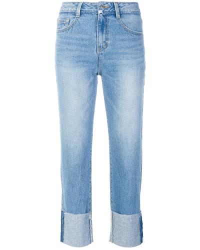 Jeans mit aufgerolltem Saum