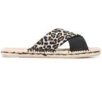 Sandalen mit Leopardenmuster