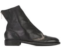 Stiefel mit gekörnter Ledertextur