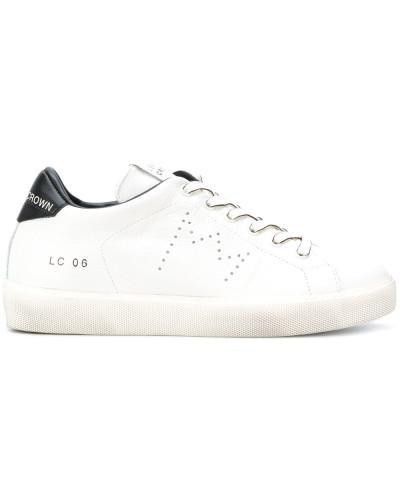 Sneakers mit kontrastfarbiger Fersenkappe