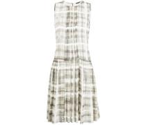 Kariertes Kleid mit Falten
