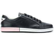 Sneakers mit zweifarbiger Sohle