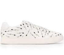 Sneakers mit Pfeil-Print