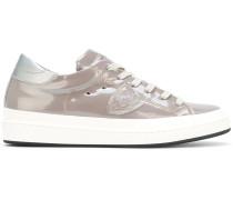 Lackleder-Sneakers mit Schnürung