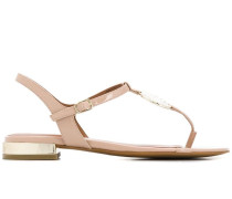 Sandalen mit Medaillon