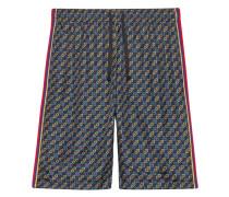 Shorts im Materialmix