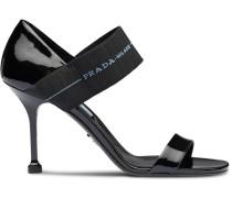 Sandalen mit Elastikriemen