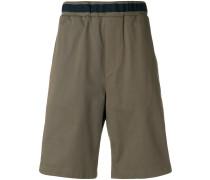 Shorts mit Kontrastsaum