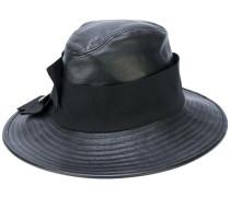Hut mit Knopfdetails