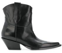 low-heel boots