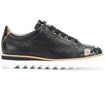 Sneakers mit geblümtem Einsatz