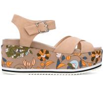 Sandalen mit floralen Stickereien