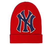 red New York Yankees wool beanie