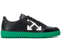 Sneakers mit Pfeil-Patches