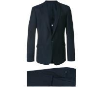 Dreiteiliger Anzug mit Schalkragen