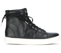 Kontrastierende High-Top-Sneakers