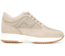 Sneakers mit Plateauabsatz