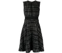 Ausgestelltes Kleid mit Karomuster