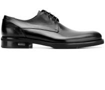 Derby-Schuhe mit mandelförmiger Kappe