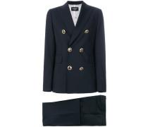 Anzug mit Knopfleiste