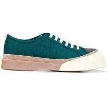 Sneakers mit asymmetrischem Plateau