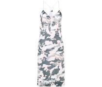 Camouflage-Kleid im Layering-Look