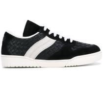 Sneakers mit Web-Einsätzen