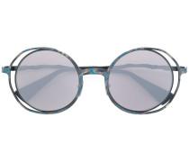 Silberne Sonnenbrille mit rundem Gestell