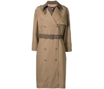 Zweifarbiger Mantel im Layering-Look