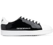 Sneakers in Lacklederoptik
