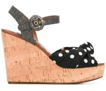 Gepunktete Sandalen mit Keilabsatz