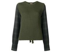 Pullover mit Zierbändern