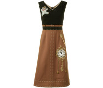 "Kleid mit ""Wonderland""-Patch"