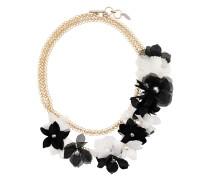 Halskette mit floraler Verzierung