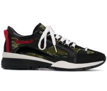 Sneakers im Utility-Look