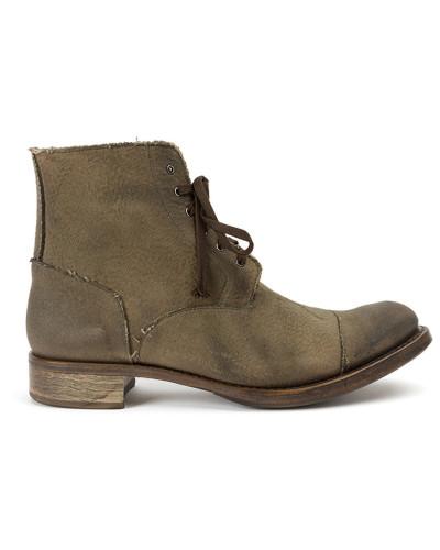 Stiefel mit aufgerauten Kanten