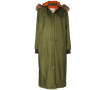 Mantel mit Waschbärpelzbesatz