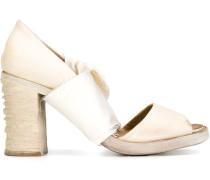 Sandalen mit Stoffbahnen
